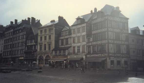 Place du vieux march� - Photo utilis�e avec l'aimable autorisation de F. Reynes